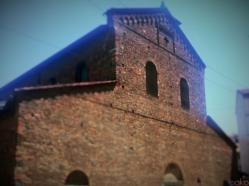 変わらぬ外観。ミラノ、サン・ヴィンチェンツォ・イン・プラート教会 イタリア観光ガイド