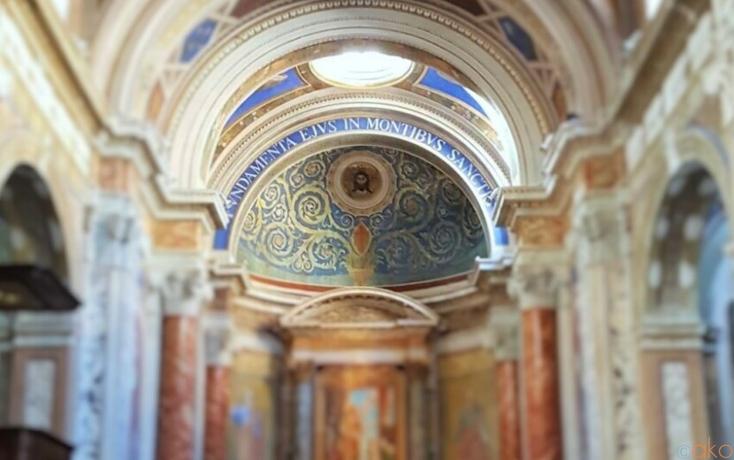 川のほとり。ローマ、サンタ・マリア・イン・モンティチェッリ教会|イタリア観光ガイド