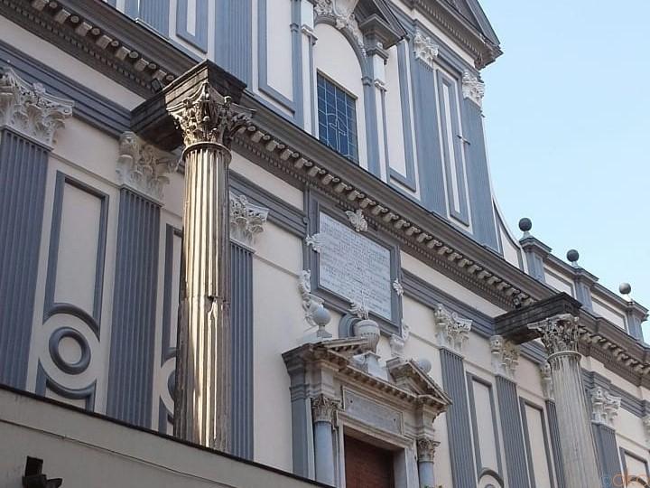ナポリの下町に神々しく輝く、サン・パオロ・マッジョーレ聖堂|イタリア観光ガイド