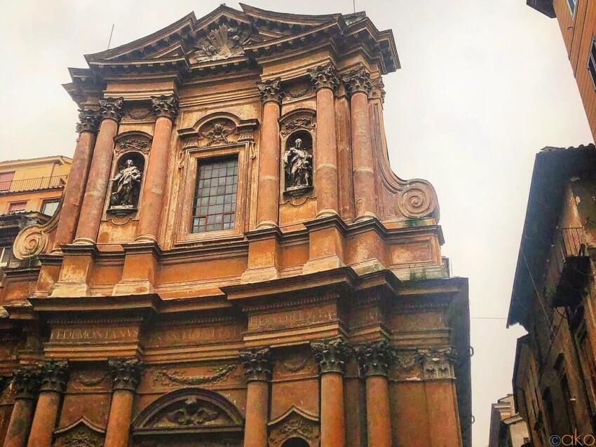 ローマ、サンティッシマ・トリニタ・デイ・ペッレグリーニ教会 イタリア観光ガイド