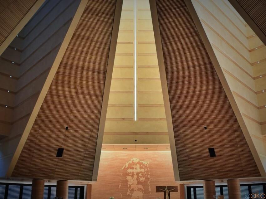 トリノで21世紀に初めてつくられた、サント・ヴォルト教会 イタリア観光ガイド