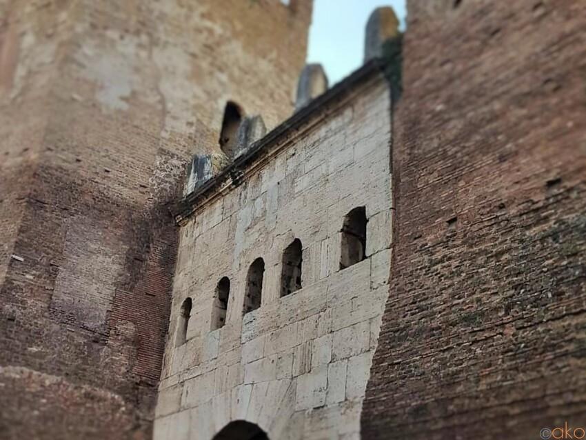 ローマを陰で支える名脇役。ティブルティーナ門 イタリア観光ガイド
