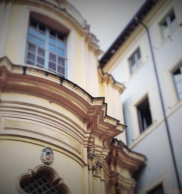 色合いが素敵。ローマ、サンタ・マリア・デッラ・クエルチャ教会|イタリア観光ガイド