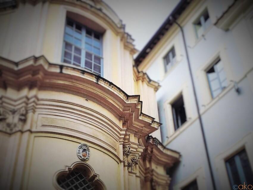 色合いが素敵。ローマ、サンタ・マリア・デッラ・クエルチャ教会 イタリア観光ガイド