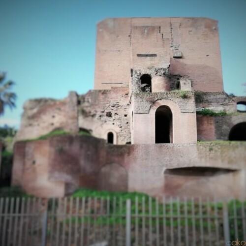 都会のオアシス。ローマ、ヴィットーリオ・エマヌエーレ2世広場|イタリア観光ガイド