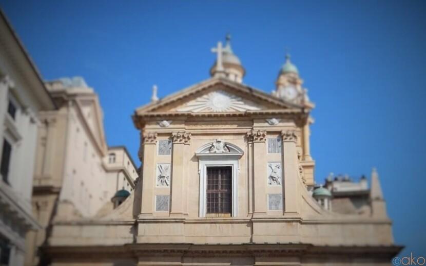 ジェズ・エ・デイ・サンティ・アンブロージョ・エ・アンドレア教会|イタリア観光ガイド