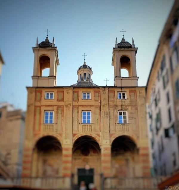 塔が目印!ジェノヴァ、サン・ピエトロ・イン・バンキ教会|イタリア観光ガイド