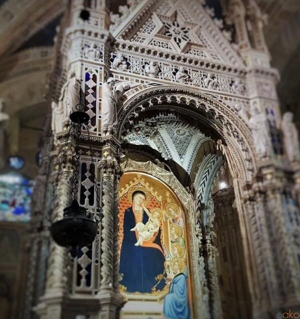 ビルみたいな不思議な形。フィレンツェ、オルサンミケーレ教会|イタリア観光ガイド