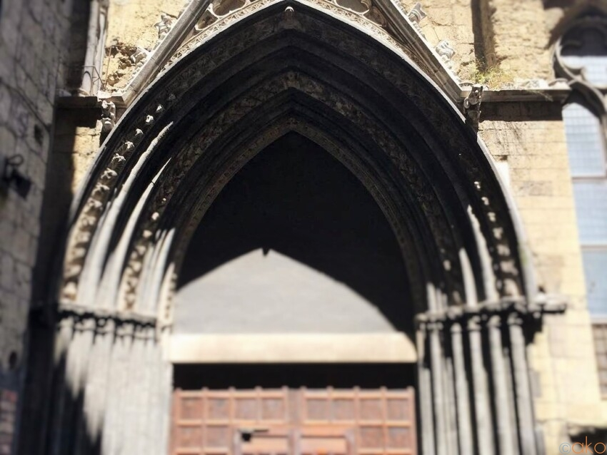 ナポリの貴重なゴシック建築。サンテリージョ・マッジョーレ教会|イタリア観光ガイド