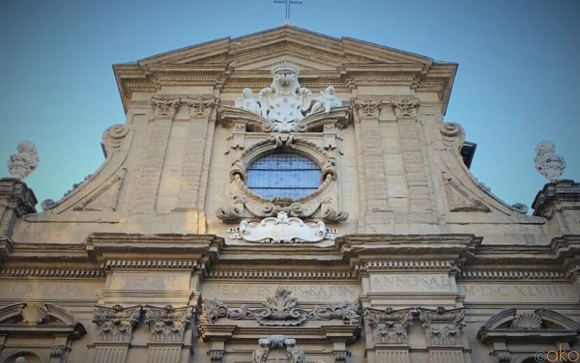 美しい彫刻。フィレンツェ、サンティ・ミケーレ・エ・ガエターノ教会|イタリア観光ガイド