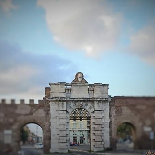 絵になる風景。ローマ、サン・ジョヴァンニ門|イタリア観光ガイド