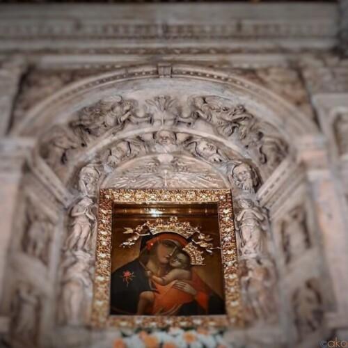 聖母と夏の花火が名物!ナポリ、サンタ・マリア・デル・カルミネ教会|イタリア観光ガイド