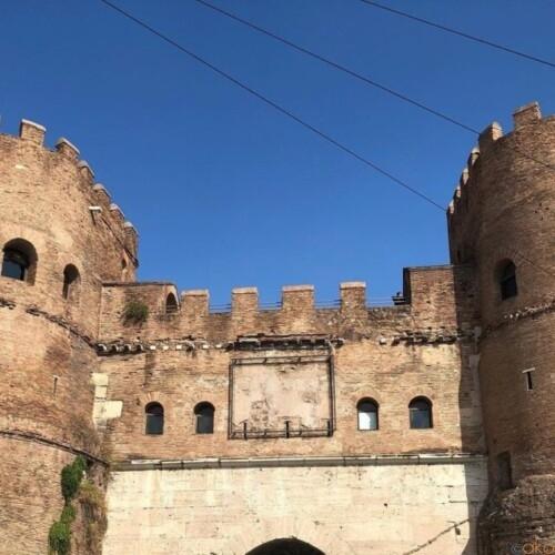 圧倒的な美を誇る、古代ローマ時代の城壁跡。サン・パオロ門|イタリア観光ガイド