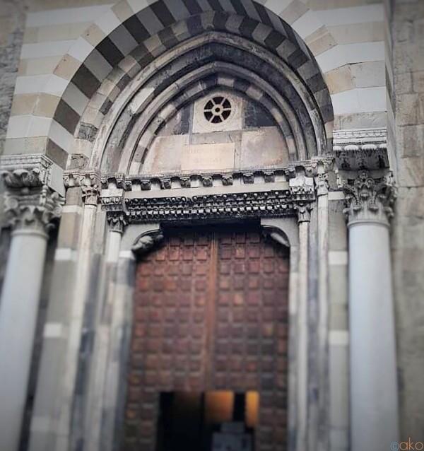 ロマネスク様式がめずらしい。ジェノヴァ、サン・ドナート教会|イタリア観光ガイド