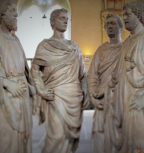 美しい彫刻がずらり。フィレンツェ、オルサンミケーレ美術館|イタリア観光ガイド
