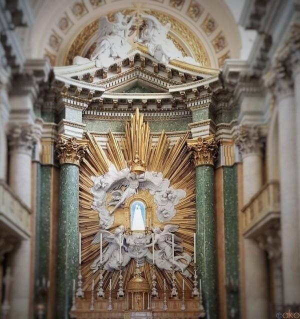 お城から徒歩5分。ローマ、サン・サルヴァトーレ・イン・ラウロ教会|イタリア観光ガイド