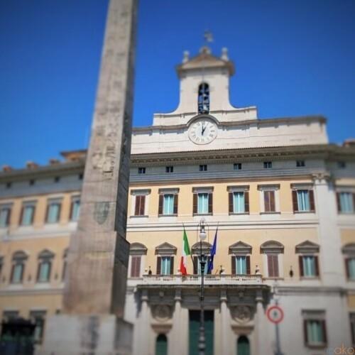 イタリアの国会議事堂前に広がる。ローマ、モンテチトーリオ広場|イタリア観光ガイド