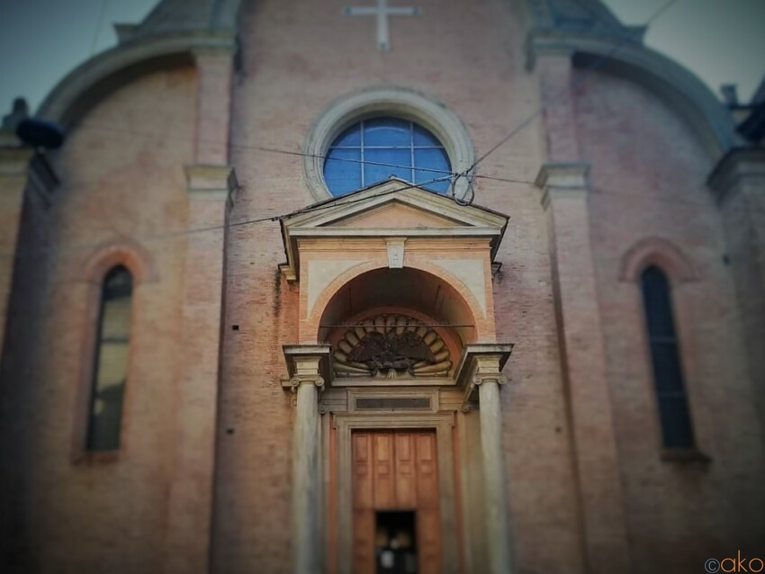 ここは山の上!?ボローニャ、サン・ジョヴァンニ・イン・モンテ教会 イタリア観光ガイド