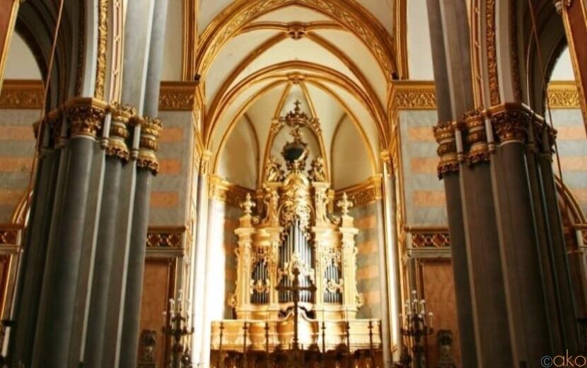 ナポリのドメニコ会を知る。サン・ドメニコ・マッジョーレ教会|イタリア観光ガイド