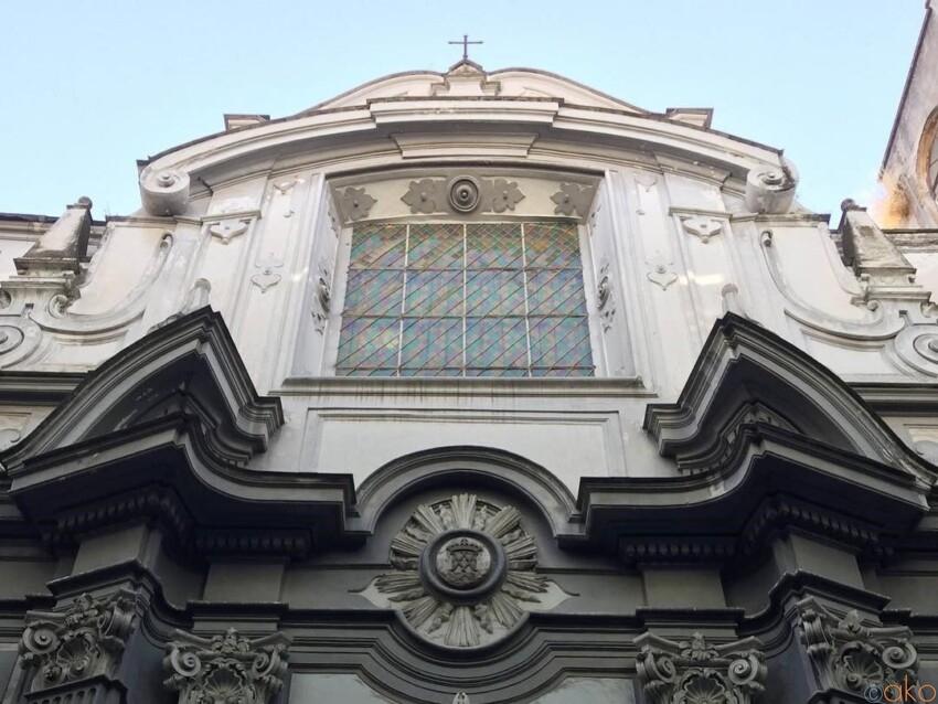 大学の中にすっぽり。サントゥアリオ・デル・ジェズ・ヴェッキオ聖堂 イタリア観光ガイド