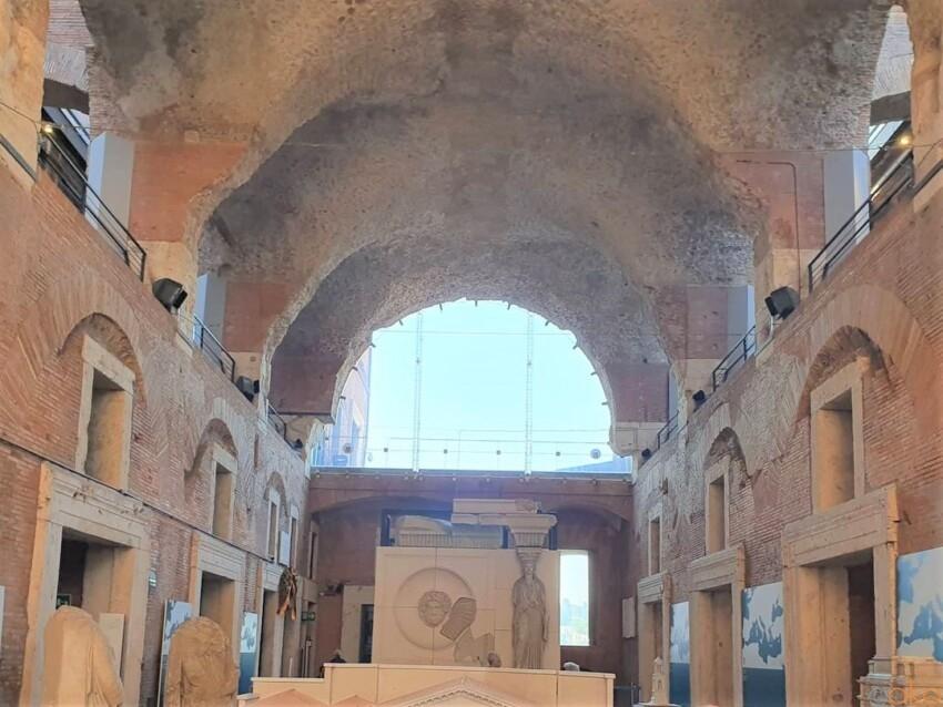 太古のショッピングモールに唖然。ローマ、 トラヤヌスの市場 イタリア観光ガイド