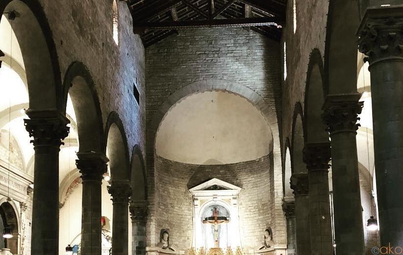 フィレンツェの芸術家たちの美の饗宴、サンティ・アポストリ教会|イタリア観光ガイド