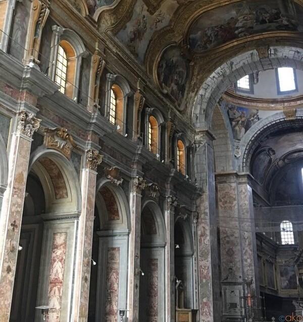 ナポリ有数のスケール、サンティ・セヴェリーノ・エ・ソッシオ教会|イタリア観光ガイド