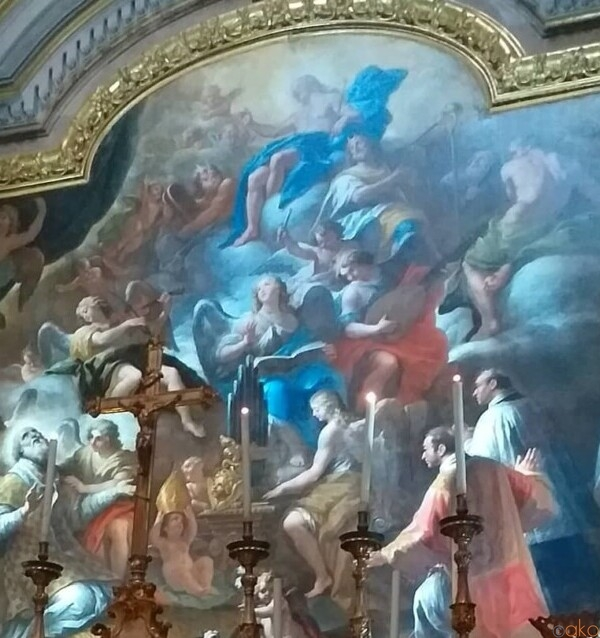 トレド通りと一緒に。ナポリ、サン・ニコラ・アッラ・カリタ教会|イタリア観光ガイド