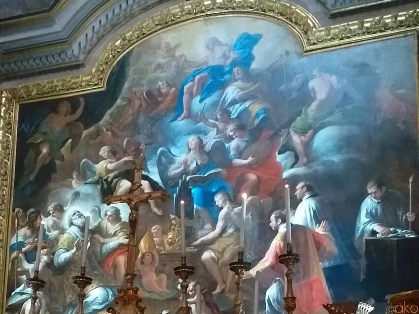 トレド通りと一緒に。ナポリ、サン・ニコラ・アッラ・カリタ教会 イタリア観光ガイド