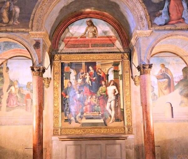 礼拝堂が見どころ。ボローニャ、サン・ジャコモ・マッジョーレ教会|イタリア観光ガイド