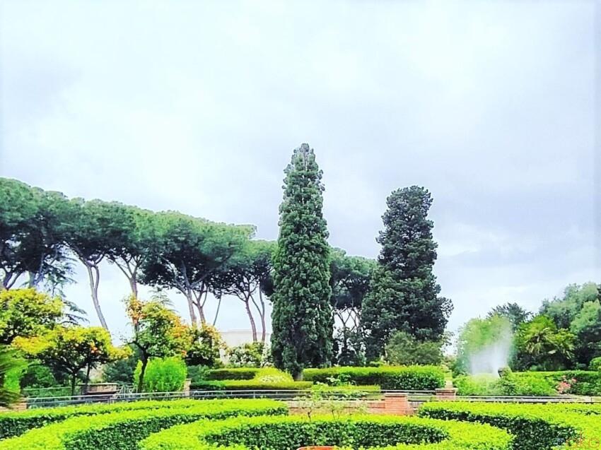 丘の上にあるロマンチックな場所。ローマ、ファルネジアーニ庭園|イタリア観光ガイド