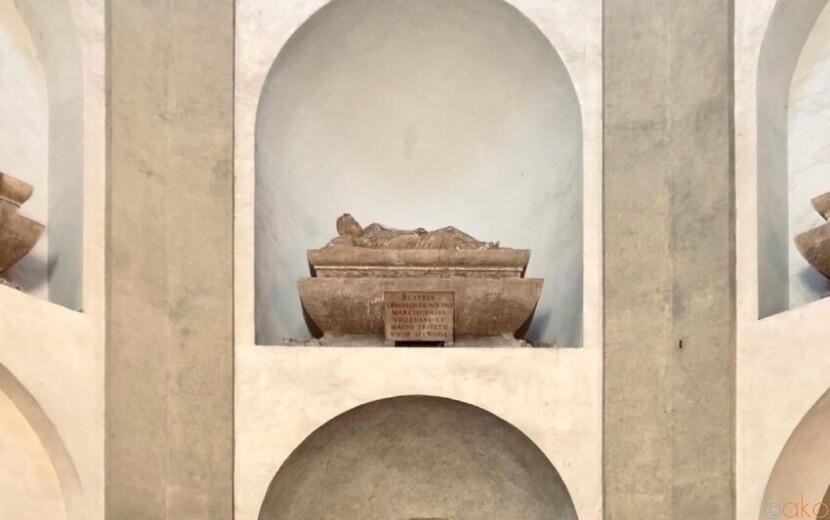 聖堂と合体したユニークなつくり。ミラノ、トリヴルツィオ礼拝堂|イタリア観光ガイド