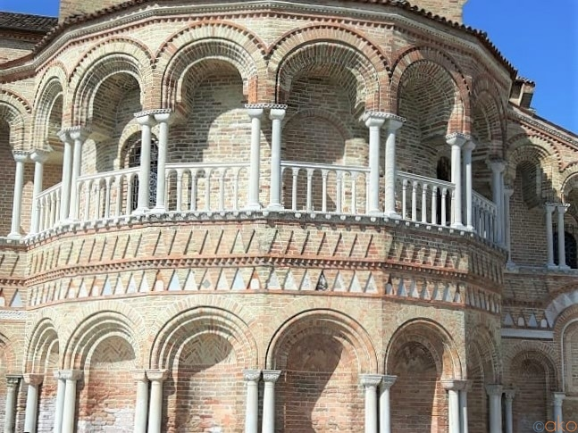 ムラーノ島。ヴェネツィア、サンティ・マリア・エ・ドナート教会|イタリア観光ガイド