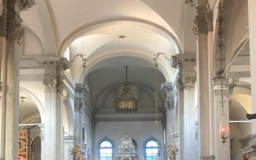 ヴェネツィアの斜塔がシンボル。ブラーノ島、サン・マルティーノ教会|イタリア観光ガイド