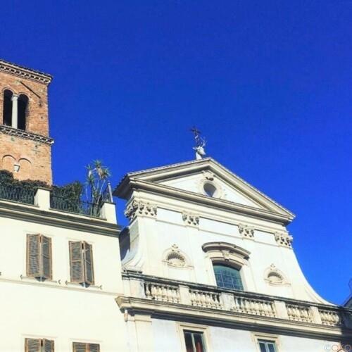 鹿の頭がトレードマーク。ローマ、サンテウスタキオ聖堂|イタリア観光ガイド