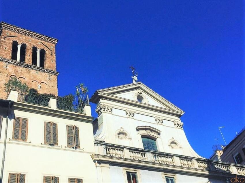 鹿の頭がトレードマーク。ローマ、サンテウスタキオ聖堂 イタリア観光ガイド