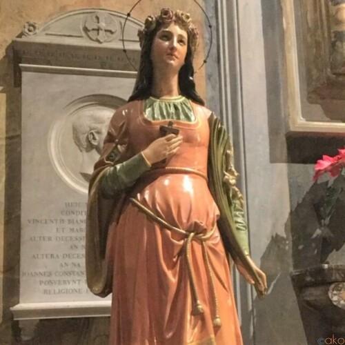 カーブした外観を持つ教会。ローマ、サンタドロテア教会|イタリア観光ガイド
