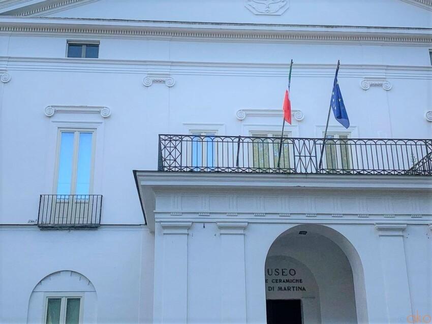 丘の上に建つマダムの邸宅。ナポリ、ヴィラ・フロリディアーナ イタリア観光ガイド