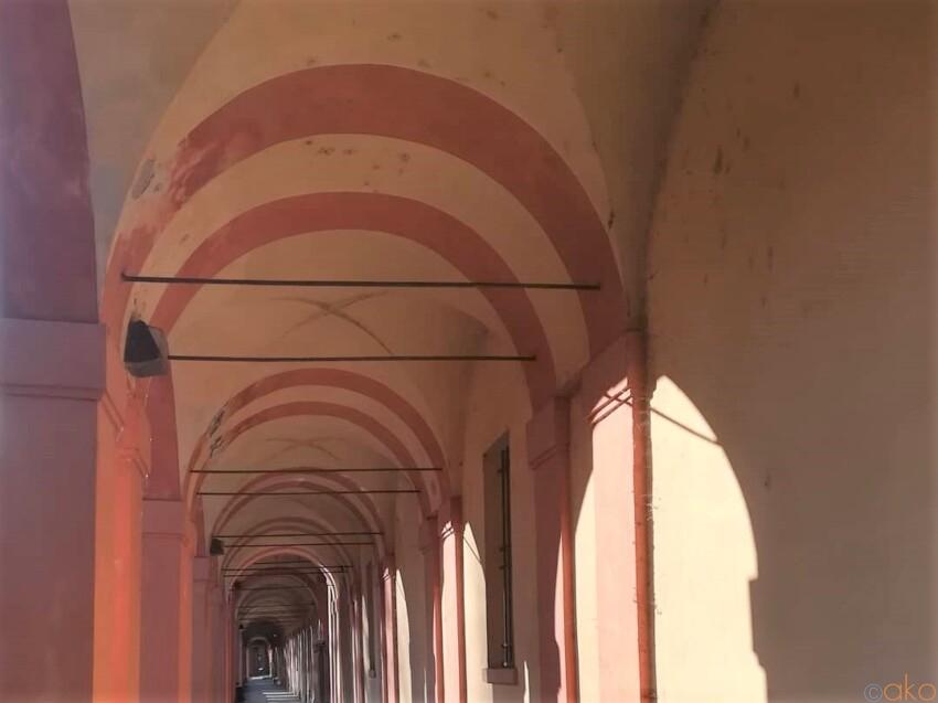 世界一の長さを誇る。ボローニャ、サン・ルカのポルティコ イタリア観光ガイド