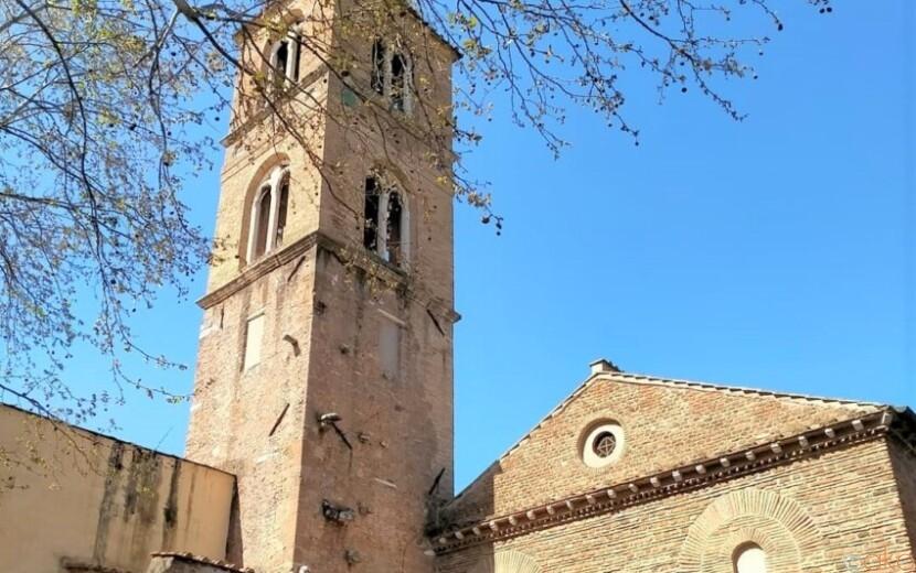 アグネスに捧ぐ。ローマ、サンタニェーゼ・フォーリ・レ・ムーラ教会 イタリア観光ガイド
