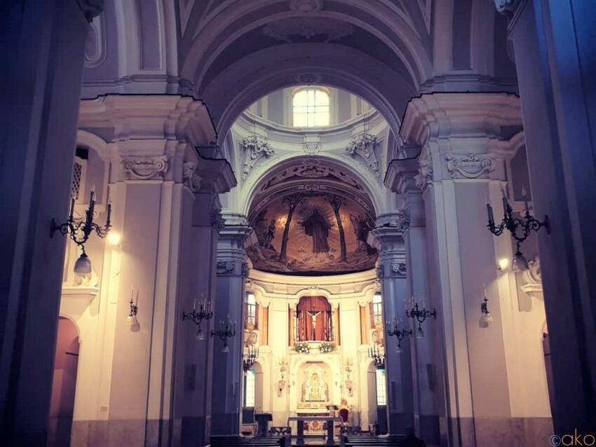 結婚式でも人気。ナポリ、サン・パスクアーレ・ア・キアイア教会|イタリア観光ガイド