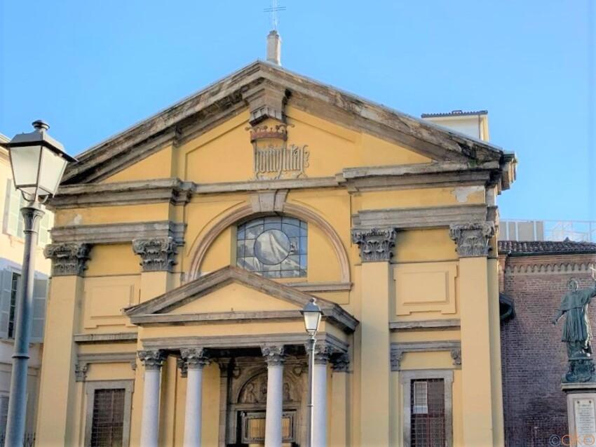 お散歩ついでに立ち寄りやすい!ミラノ、サンタ・マリア・ポドネ教会|イタリア観光ガイド