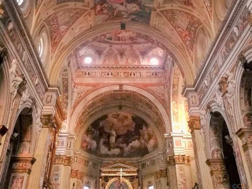 館内は幸せオーラ全開。クレモナ、サン・シジスモンド教会 イタリア観光ガイド