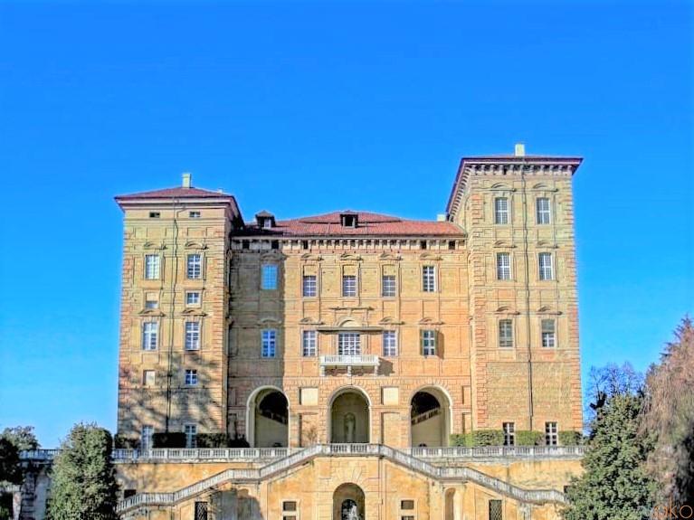 ピエモンテ州トリノ近郊の世界遺産、アリエ公爵城|イタリア観光ガイド