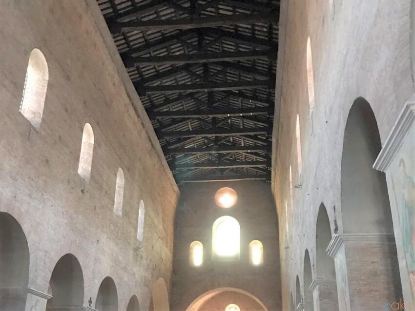 ローマの穴場、サンティ・ヴィンチェンツォ・エ・アナスタシオ教会|イタリア観光ガイド