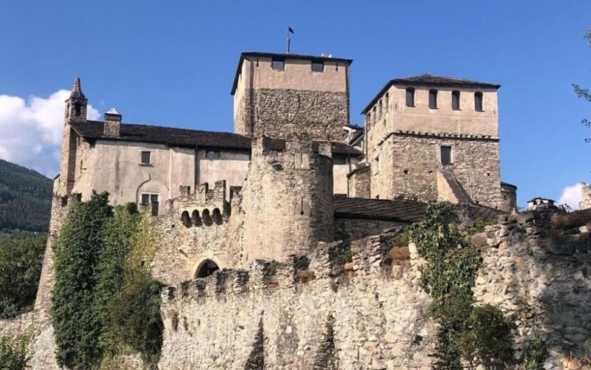 ヴァッレ・ダオスタ州サリオ・ドゥ・ラ・トゥール城 イタリア観光ガイド
