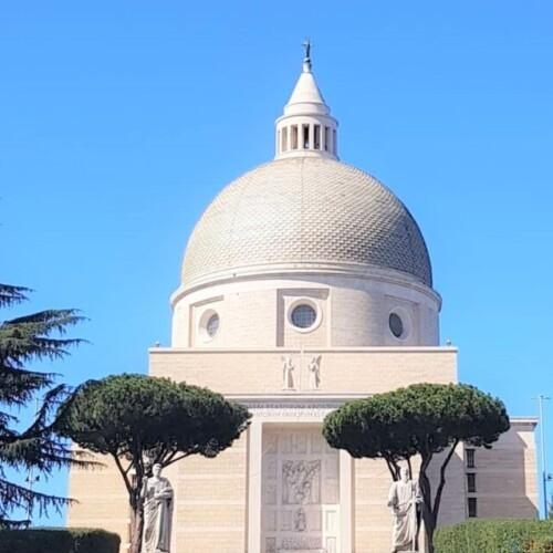 ローマの近代建築に触れる、サンティ・ピエトロ・エ・パオロ教会|イタリア観光ガイド