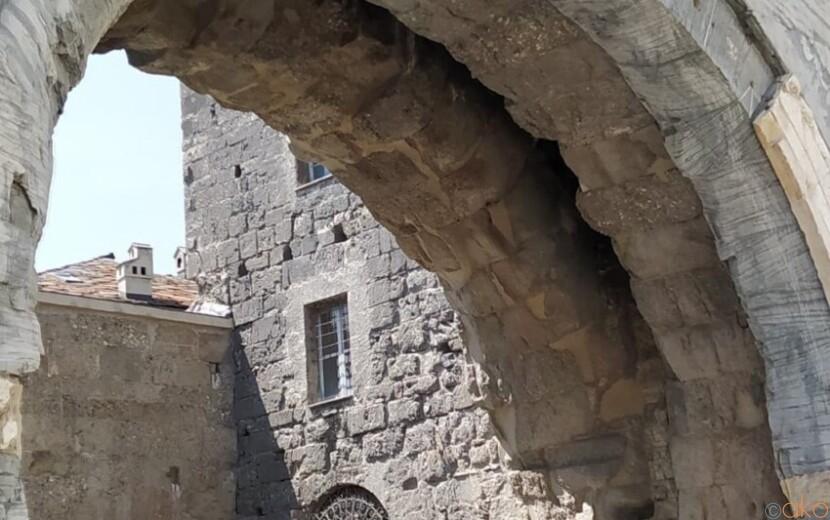 紀元前に建てられたアオスタへの玄関口、プレトリア門|イタリア観光ガイド