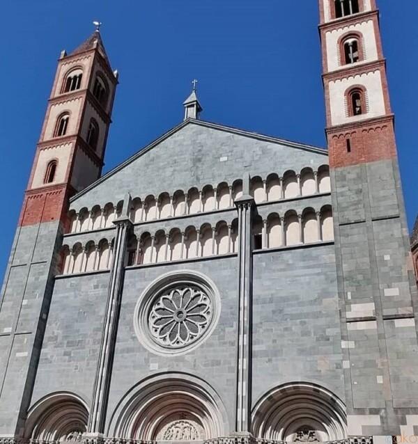 スケール感が凄い!ピエモンテ州ヴェルチェッリのサンタンドレア聖堂 イタリア観光ガイド