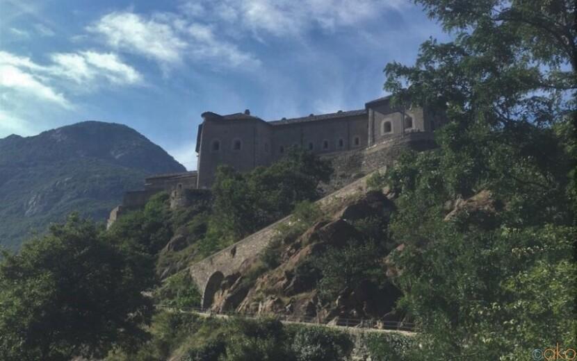 あの映画のロケ地としても有名!ヴァッレ・ダオスタ州、バールの要塞|イタリア観光ガイド